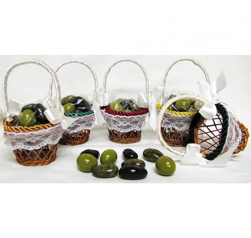 Mini basket with 9 chocolate Olives.