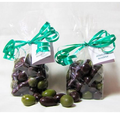 Regalo original Bolsita celofán con 150 gr aceitunas bombón de chocolate. Etiqueta personalizada.
