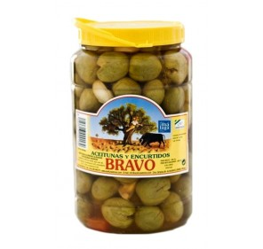 Green olives with salt, garlic, pepper, thyme, fennel. 800gr